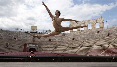 Roberto Bolle and Friends online tickets - Arena